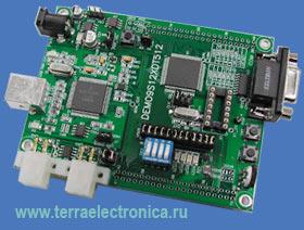 DEMO9S12XDT512 – отладочно-оценочный комплект, включающий оценочную плату, встроенный  USB-Multilink BDM для отладки и RS-232 портом для загрузки