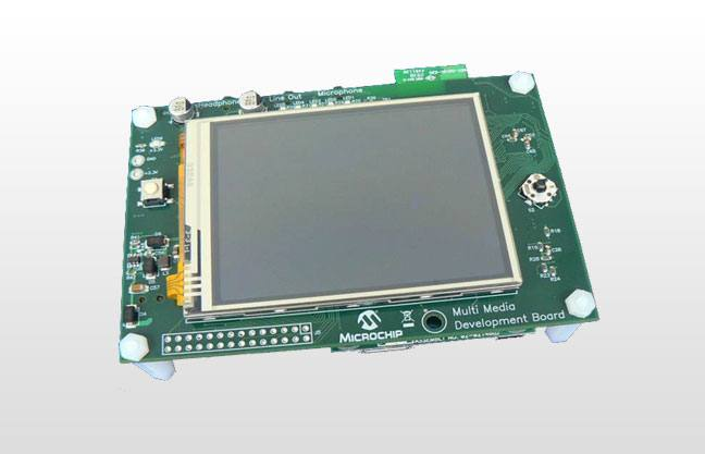 Демоплата  The Multimedia Expansion Board (MEB) provides PIC32 Starter Kit, dsPIC33E USB Starter Kitor PIC24E USB Starter Kitusers with an integrated-yet flexible-solution for the development of high-impact user interfaces. The board comes with a 3.2 color TFT touch