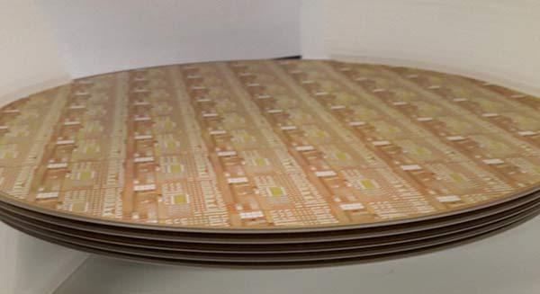 Использование технологий IMEC и Qromis. 200-миллиметровая пластина с GaN-устройствами, созданными на традиционном оборудовании для кремниевых полупроводников