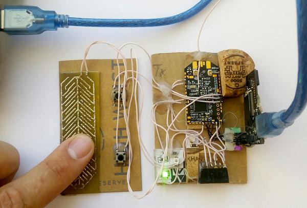 Макетный вариант связки сенсорной кнопки и модуля Mbee-DUAL
