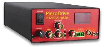 Внешний вид усилителя PiezoDrive PD200