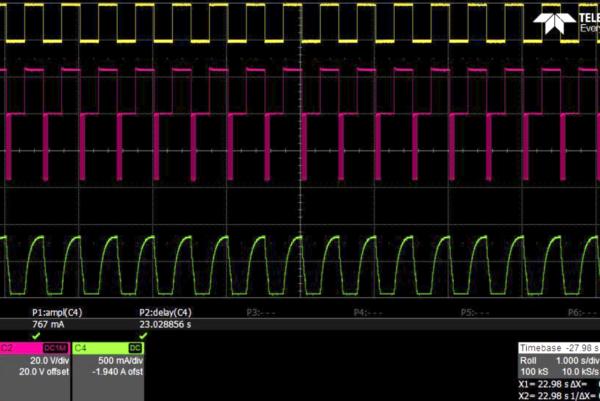 Диаграммы MAX14912 при выполнении многократной одновременной коммутации индуктивной нагрузки всеми каналами