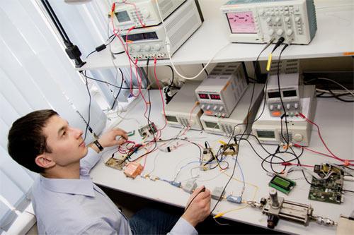 Пример рабочего места инженера-электронщика