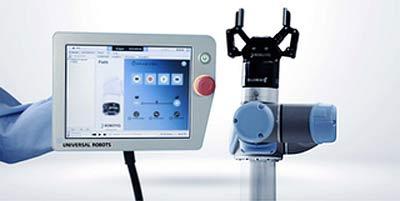 Universal Robots предлагает простое программирование с записью положений манипулятора