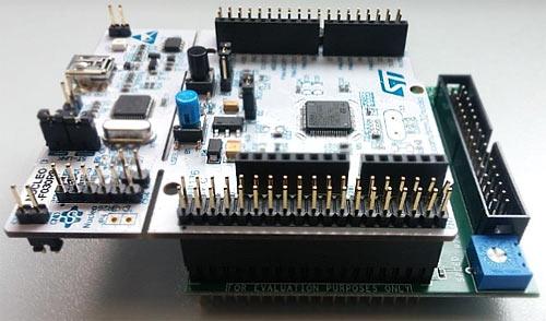 Плата управления STM32 NUCLEO, подключенная к X-NUCLEO-IHM09M1