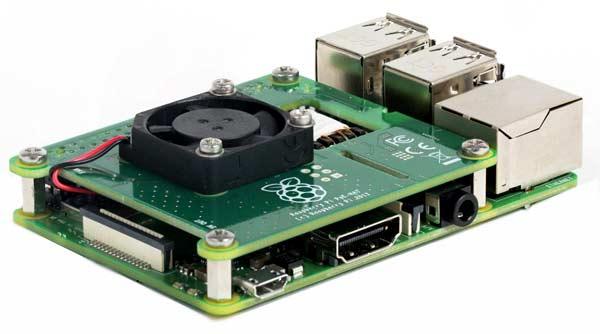 Плата PoE HAT, подключенная к Raspberry Pi Model B+