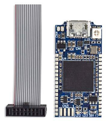 Программатор/ отладчик STLINK-V3MINI и 14-контактный кабель. Вид сверху