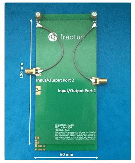 Оценочная плата (наименование EB_FR01-S4-250-UFL2R) с двумя антенными бустерами mXTENDTM (наименование FR01-S4-250)