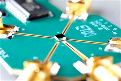 Компания Menlo Micro впервые использовала технологию МЭМС-реле в маломощных ВЧ-коммутаторах
